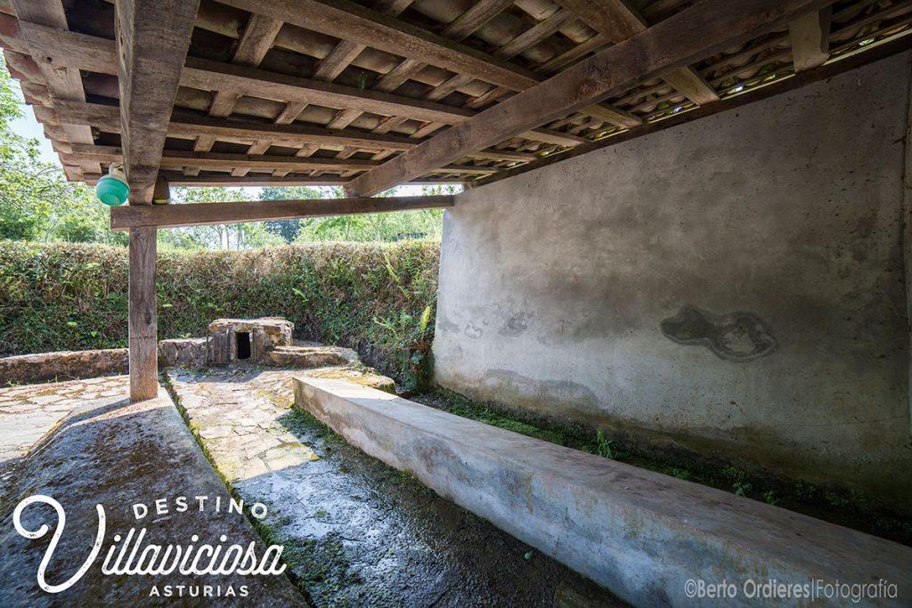 Fuente Moratín, Coru