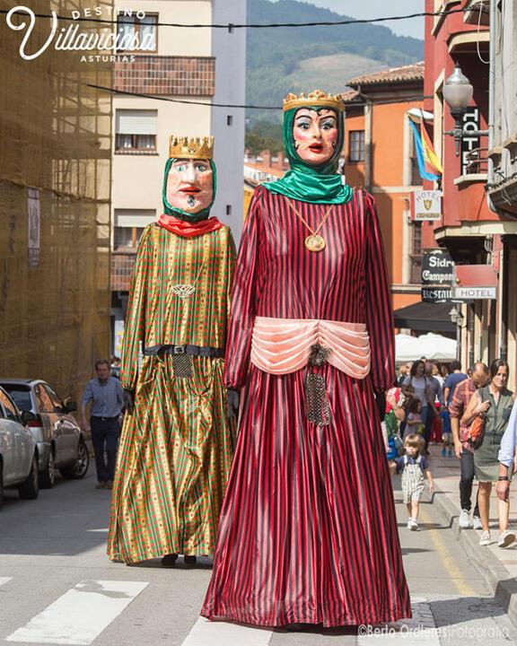 Desfiles de gigantes y cabezudos 14